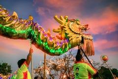 Dragon Dance en una celebración china del ` s del Año Nuevo Imagen de archivo libre de regalías