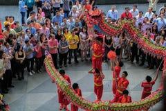 Dragon Dance tijdens Chinees Nieuwjaar Stock Fotografie