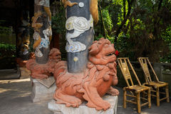 Dragon-decorated columns with lion-shaped pedestals of Chinese b Royalty Free Stock Photos