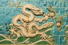 Dragon Decoration branco na parede Imagem de Stock Royalty Free