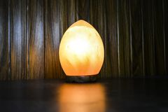 Dragon Egg Natural Salt Lamp | Himalayan salta arkivfoton