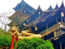 Dragon et bâtiment historique Image stock