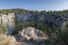 Dragon Eye sjö i Rogoznica, Kroatien Arkivbild