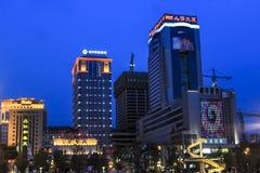 Dragon Fountain i den Chengdu Tianfu fyrkanten på natten Arkivbild