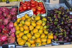 Dragon Fruit, Dadelpruimen, Mangostans en Tomaten Stock Fotografie