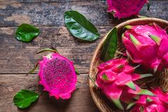 Dragon Fruit in de Mand royalty-vrije stock foto