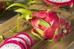 Dragon Fruit orgânico vermelho cru imagem de stock royalty free