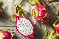 Dragon Fruit orgânico vermelho cru foto de stock royalty free