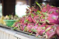Dragon Fruit- und Bananen-Markt im Delta-Dorf Vietnams der Mekong Lizenzfreie Stockbilder