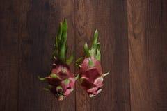 Dragon Fruits dulce en un de madera imagen de archivo