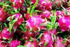 Dragon Fruits fresco no mercado da manhã imagens de stock