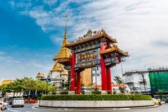Dragon Gate, bairro chinês Banguecoque, Tailândia Fotos de Stock