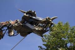 Dragon mangeant des lames Photos libres de droits