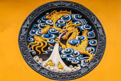 Dragon Panel de madera en Jing An Tranquility Temple - Shangai, China Imagen de archivo libre de regalías