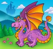 Dragon pourpré géant avec le vieux château Photos stock