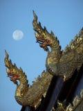 Dragon Roof met Maan Royalty-vrije Stock Afbeeldingen