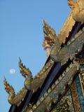 Dragon Roof met Maan Royalty-vrije Stock Fotografie
