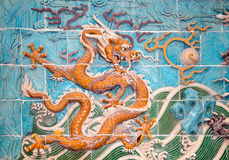 Dragon sculpture. The Nine-Dragon Wall (Jiulongbi) at Beihai par Royalty Free Stock Photos
