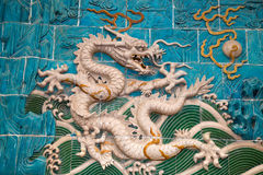 Dragon sculpture. The Nine-Dragon Wall (Jiulongbi) at Beihai par Royalty Free Stock Images