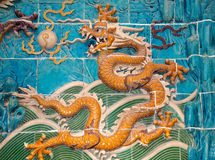 Dragon sculpture. The Nine-Dragon Wall (Jiulongbi) at Beihai par Stock Image