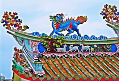 Dragon statue flying Chinese temple roof in Thailand Royalty Free Stock Photos