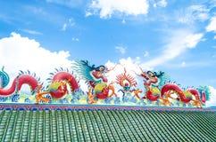 Dragon sur le toit du temple chinois Pattaya Thaïlande Image libre de droits