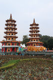 Dragon And Tiger Pagodas in Lotus Pond, Kaohsiung, Taiwan stock afbeelding