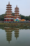 Dragon And Tiger Pagodas in Lotus Pond, Kaohsiung, Taiwan stock afbeeldingen