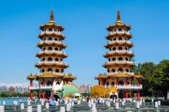 Dragon Tiger Towers em Kaohsiung imagem de stock