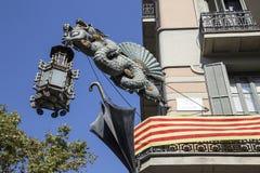Dragon Umbrella shoppar tecknet Arkivbild