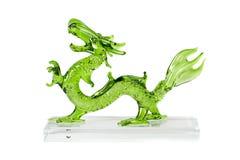 Dragon vert en verre d'isolement sur le fond blanc Photo stock