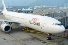 Dragonair空中客车330在香港机场 免版税库存照片