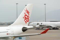 Dragonair samolot w Hong Kong lotnisku międzynarodowym Zdjęcie Royalty Free