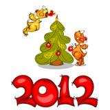 Dragones con la Navidad tree.2012 Fotos de archivo