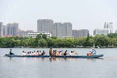 Dragones de las barcas de Ramer en parque del lago Mochou Fotografía de archivo