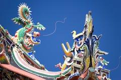 Dragones en la azotea china del templo Foto de archivo libre de regalías