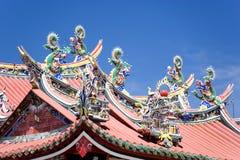 Dragones en la azotea china del templo Imagen de archivo