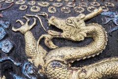 Dragones que adornan el templo de Qingyang en Chengdu, China Fotos de archivo