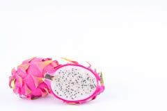 Dragonfruit o pitaya dolce organico fresco della frutta del drago sull'alimento sano del dragonfruit del fondo bianco isolato Immagini Stock Libere da Diritti