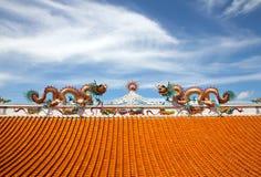 Dragons jumeaux sur le toit. Image libre de droits