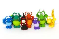 Dragons multicolores et jeune sorcière sur le blanc Photographie stock