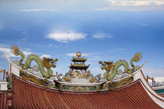 Dragons on the roof of a Buddhist temple Stock Images