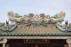 Dragons at the rooftop of chinese temple Royalty Free Stock Photos