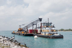 dragowania dźwigowego pływający nowy port morski Obraz Royalty Free