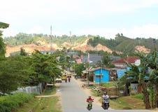 Dragowanie przy Sorong Montanious terenem Zdjęcia Stock