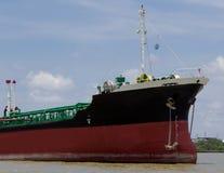 Dragowanie statku rzeka Obrazy Stock
