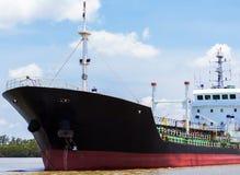 Dragowanie statku rzeka Zdjęcie Royalty Free