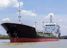 Dragowanie statku rzeka Zdjęcia Royalty Free