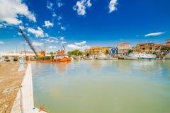 Dragowanie w portu kanale Fotografia Royalty Free