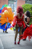 Dragqueen im Regenbogen kleiden homosexuelles Pride Parade Lizenzfreies Stockfoto